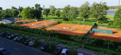 Tennis in bester Lage